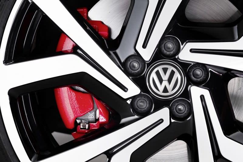 17吋胎圈組合讓Polo GTI不但動力夠狂,煞車力道更是一流