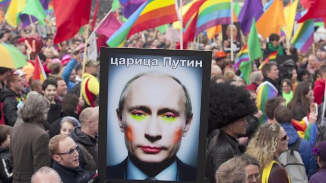 Putin promises gays will not be punished at Olympics