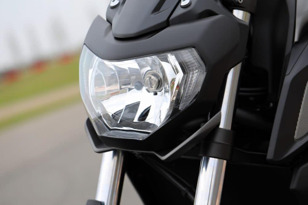 全新頭燈導入上一代MT-09元素。
