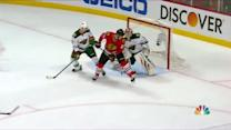 Patrick Kane shoots PPG in off Bryan Bickell