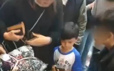 11歲童扛家計 民眾感動買光600雙襪