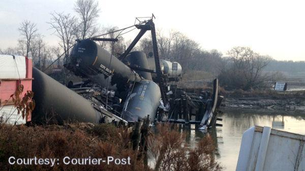 Chemical leaks after train wreck in Paulsboro