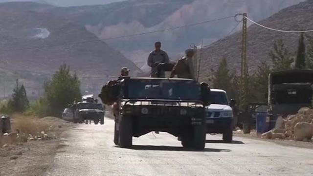 Lebanon army fights to expel militants from border town