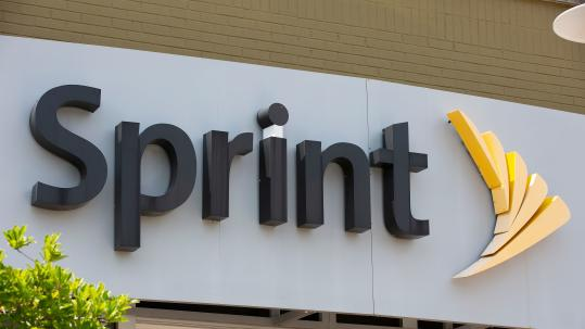 Sprint loses fewer-than-expected phone subscribers, shares rise
