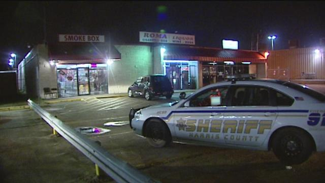 Smoke shop manager shoots robbery suspect