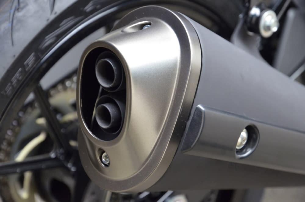 排氣管採單管雙出設計