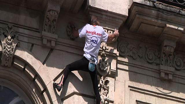 French Daredevil Wows for Second Day in Havana