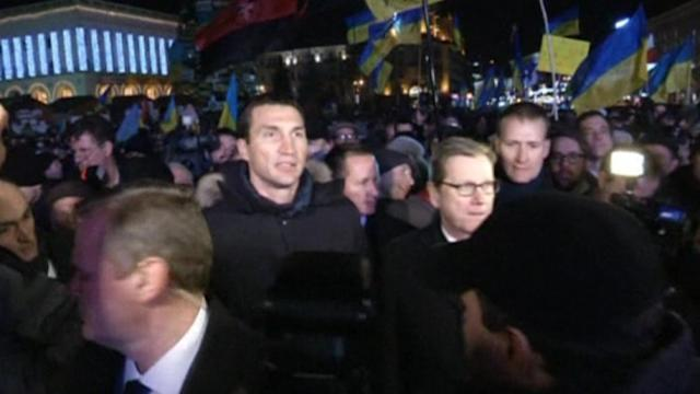 German FM meets with Ukraine protesters