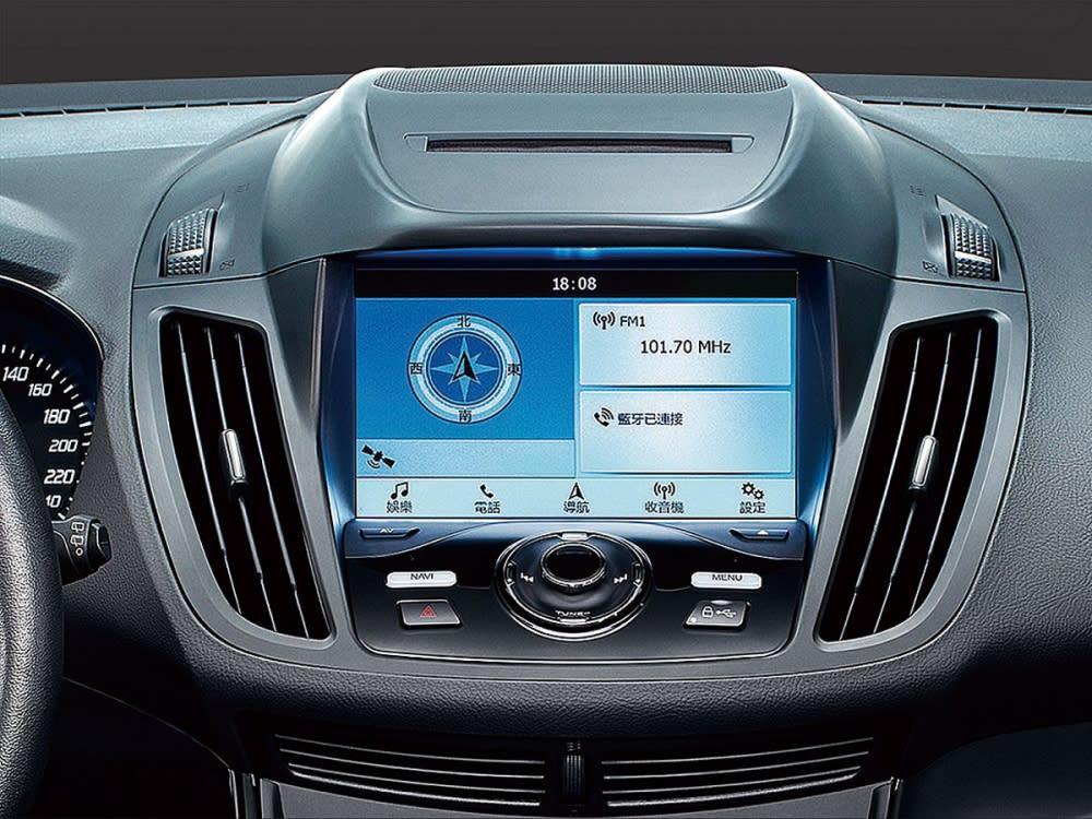 智能影音系統內含8吋LCD彩色液晶觸控螢幕、DVD播放器、Navi導航系統、倒車顯影輔助系統及1080p行車紀錄器。