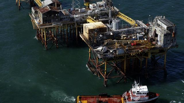 2 workers still missing in Gulf oil rig explosion