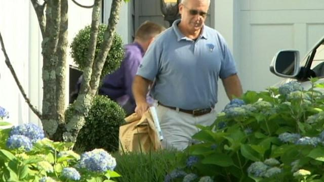Investigators Exit Aaron Hernandez Home With Evidence Bags