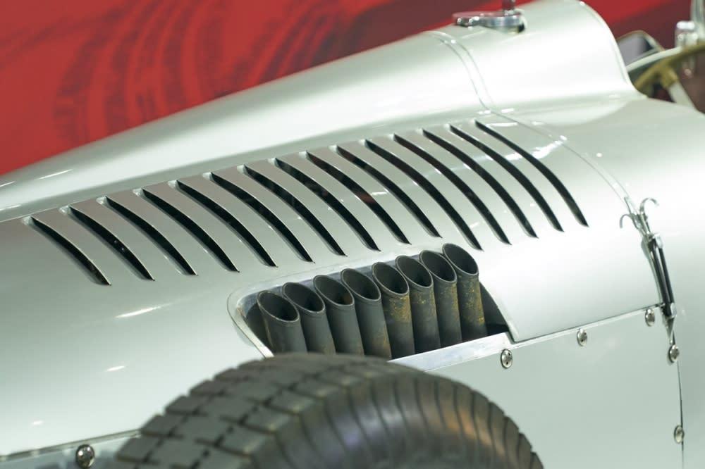 6.0升 V16 引擎,最大動力輸出 520hp/853Nm