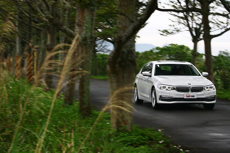 ▲硬要說開完530i Luxury的缺憾,大概只剩動感未若過往明顯吧?但這可以輕鬆透過選擇M Sport或是上級車款解決。
