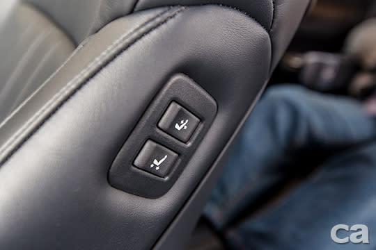 既然是專為服務VIP而生的豪華MPV,可從後座調整副駕駛座椅的開關當然不能少。