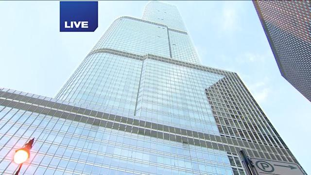 3 jump from Chicago`s Trump Tower in parachutes