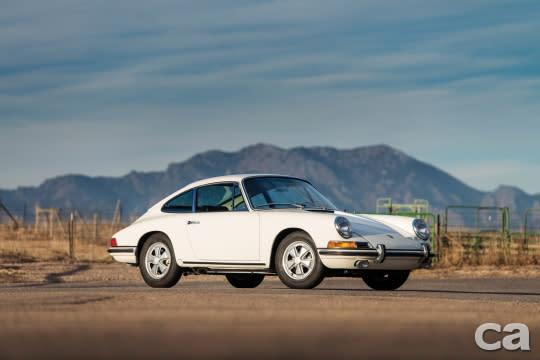 67年份的Porsche 911 S屬非常非常早期的911作品,可惜同樣流標作收。