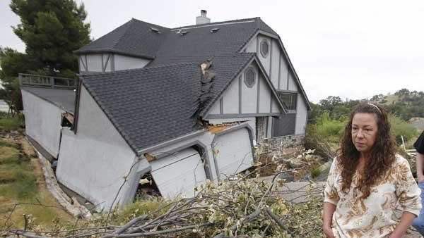 Sinking homes in Lakeport, Calif.: 8 homes abandoned, 10 under evacuation notice