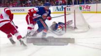 Poulin stuns Wings with acrobatic saves
