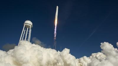 Privately Launched Rocket Heads to ISS