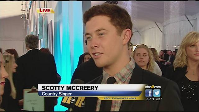 Scotty McCreery visits ABC11 on red carpet