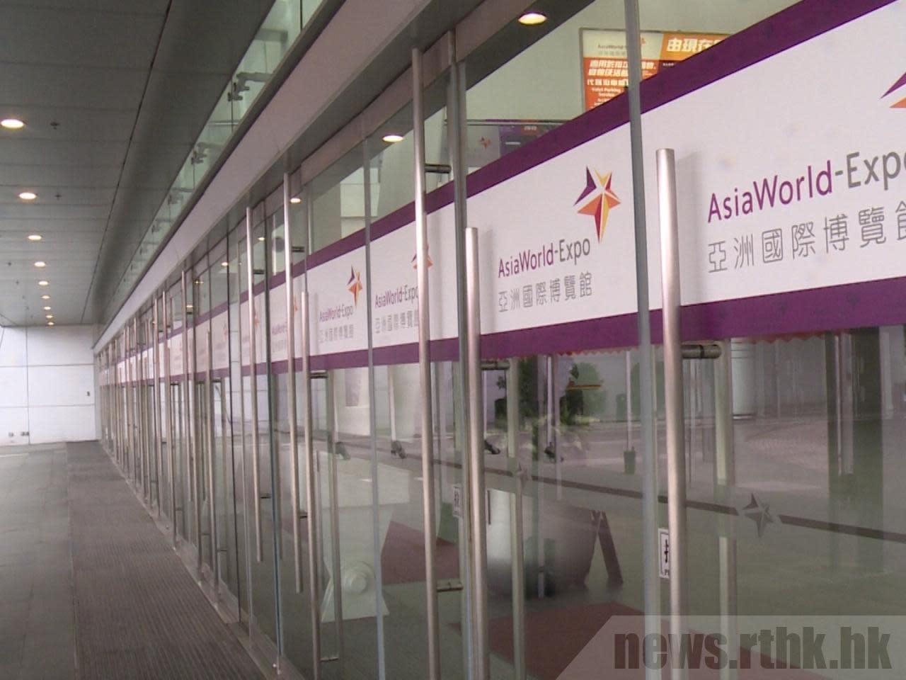 政府強制所有乘飛機抵港無病徵者到亞博館接受病毒檢測