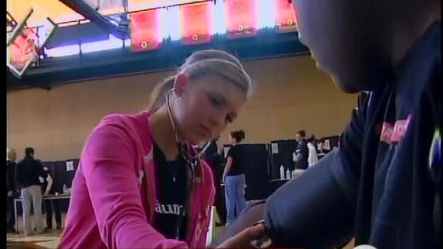 Students get free health checks in Downtown Detroit