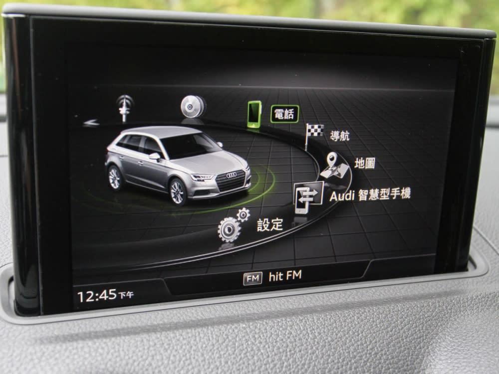7吋中控螢幕搭載MMI多媒體系統,為車內帶來良好視聽效果。