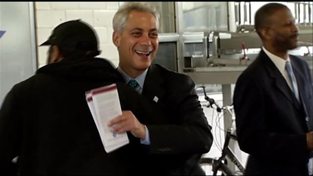 RAW: Mayor Emanuel passes out Red Line information at El stop