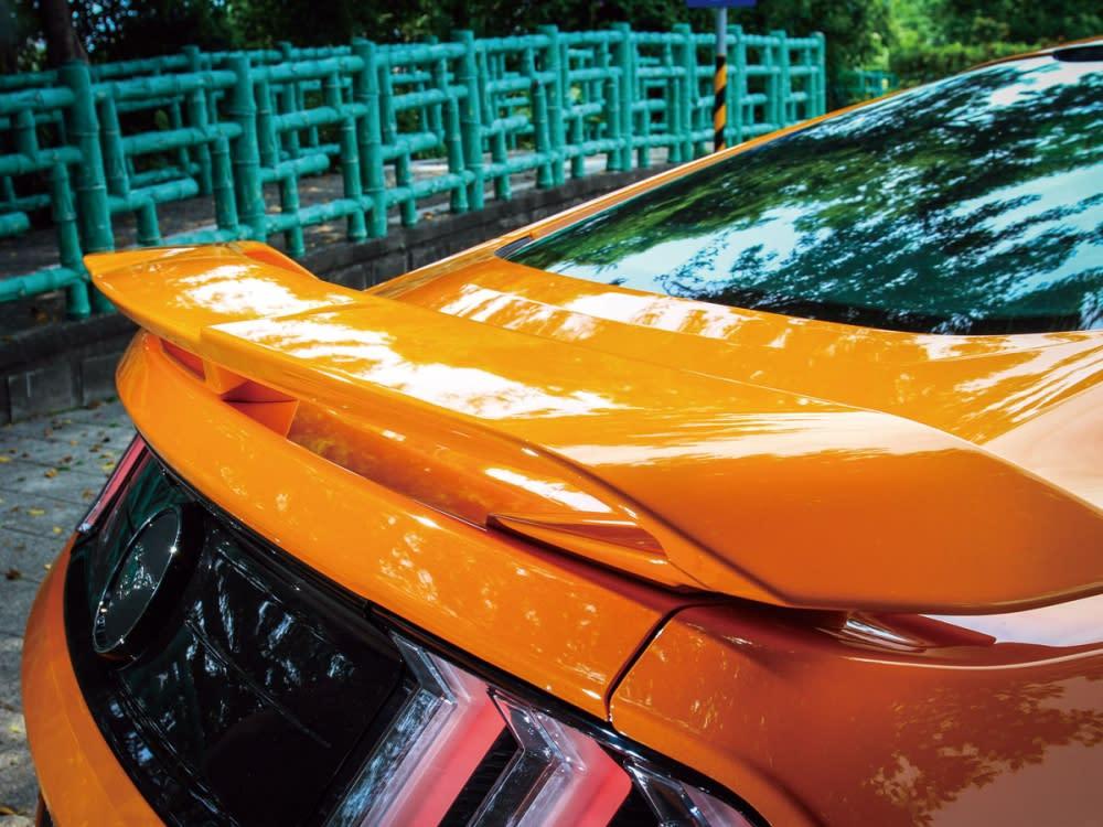 尾翼的加入也讓小改款的Mustang增添豐富的運動跑格。