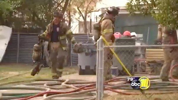 Fire crews battle Central Fresno blaze