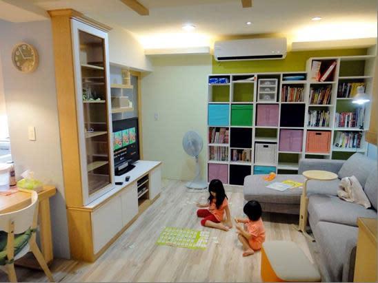 系統櫃不僅易組裝,比起木作櫥櫃更可省下不少成本。朵卡室內設計提供