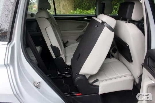 第二排座椅擁有4/2/4分離、前後滑移、椅背角度可調/傾倒功能,空間亦相當充裕。