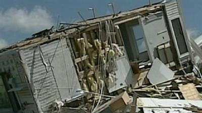 Tornado Victims 'Fight Off Looters With Crowbars'