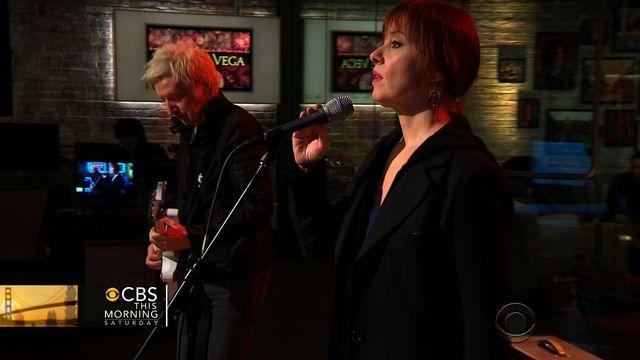 "Suzanne Vega sings ""I Never Wear White"" on Saturday Session"