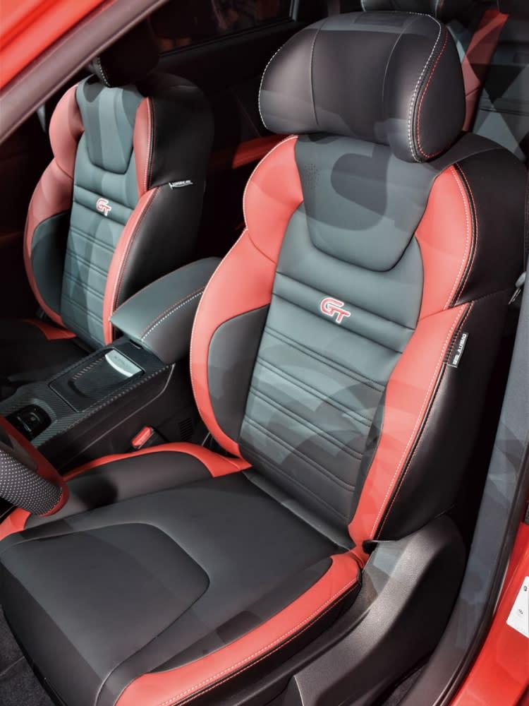 紅黑雙色應用在GT220之座椅上,別有一番獨特熱血感受。