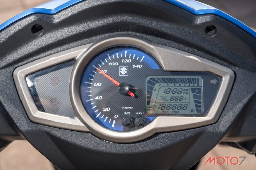 儀表板部分則以LCD液晶搭配指針顯示時速。