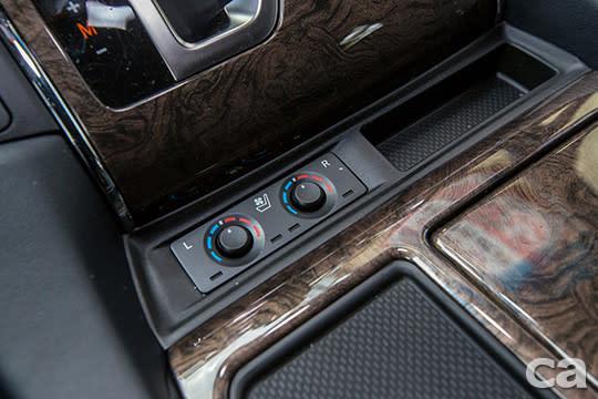 前座專屬的座椅空調系統,在小改款Alphard身上依然是標準配備。