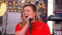 Kelly Clarkson Performs 'Heartbeat Song'