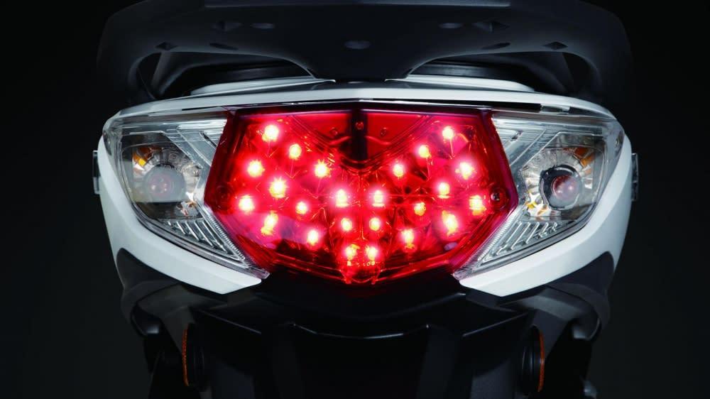 Symphony ST LED尾燈有著媲美汽車等級的高質感設計。