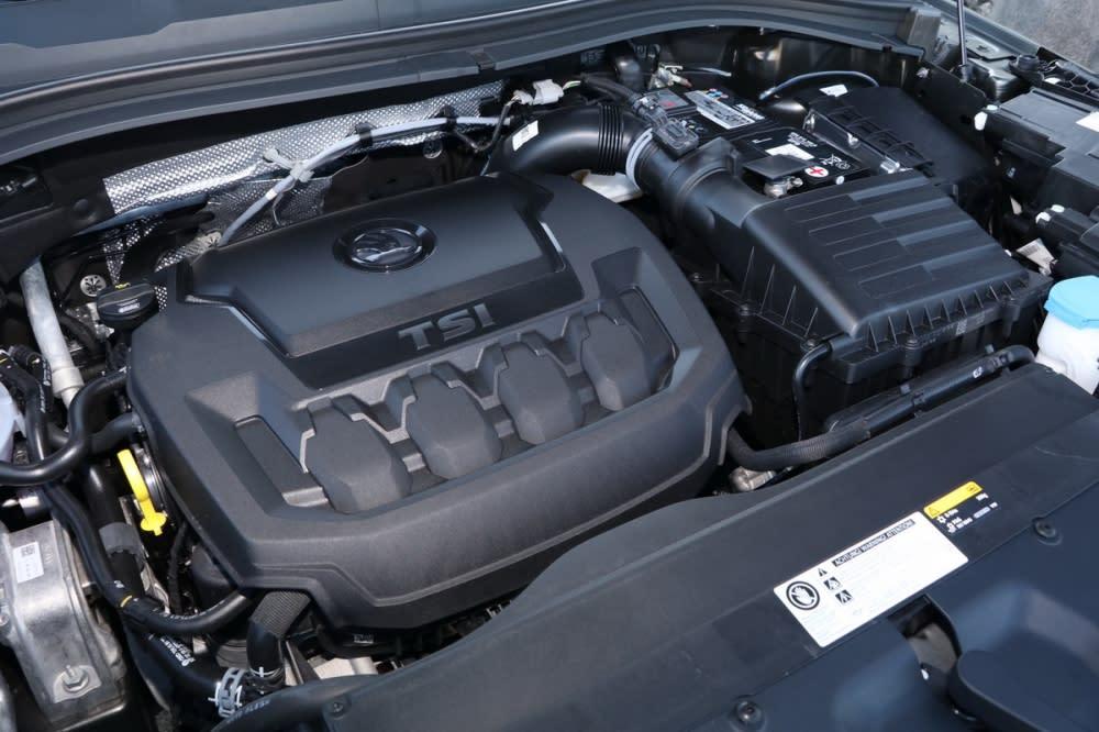 在2.0L TSI四缸渦輪引擎驅策下,這輛2.0L TSI尊榮版可在8.2秒完成0-100km/h加速,隨傳隨到的扭力輕易滿足任何爬坡、加速需求