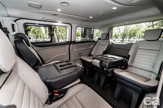 【圖三】福特旅行家同級唯一可調整式對座模式,隨時滿足會議需求。