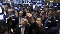 Dow tops 18,000 on strong GDP report