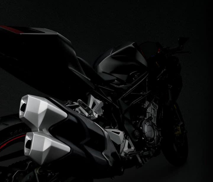 呼應雙缸的配置,排氣管採用單邊雙出的設計。