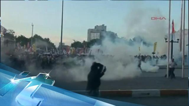 Breaking News Headlines: Police Disperse Protesters in Istanbul Square