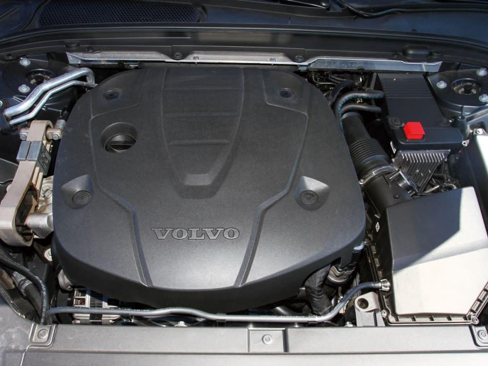 2.0升四缸雙渦輪增壓柴油引擎,可輸出最大馬力235hp、最大扭力48.9kgm。