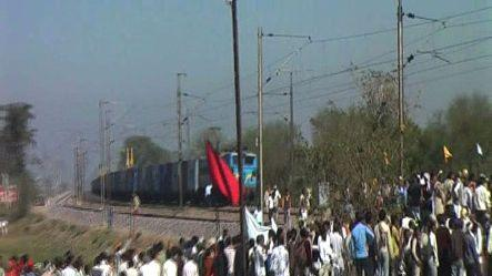 Protestors turn frenzy, pelted stones on trains