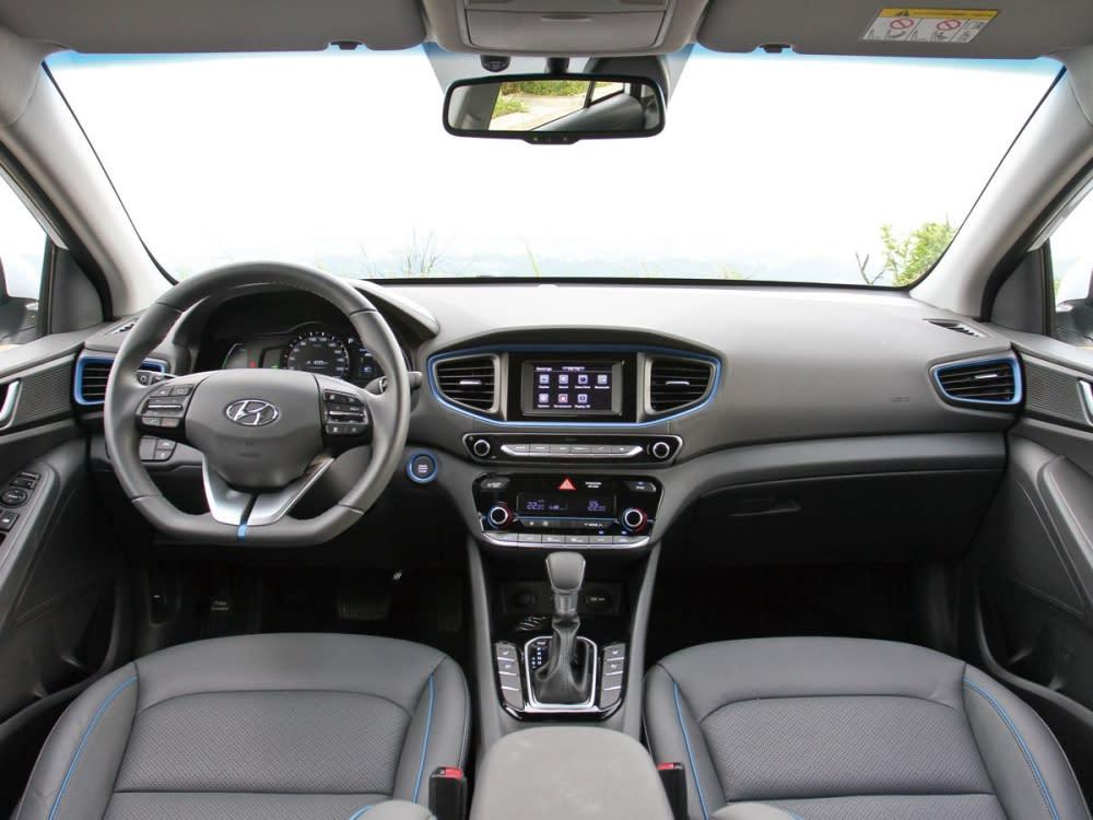 採用駕駛導向的HMI人因工程設計,整體鋪陳不僅散發出濃厚的科技氣息,在細節處更是深刻著墨質感呈現。