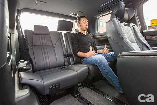 即便是位於車尾的第三排座椅,在空間表現與舒適度方面,都有媲美大型SUV的表現。