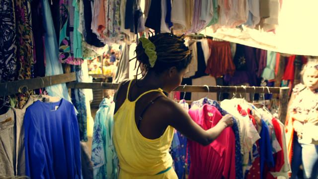 Global Threads - Finding Fashion Inspiration at a Mozambique Market