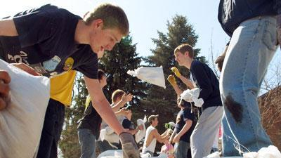 ND Students Forgo Class to Help With Flood Prep